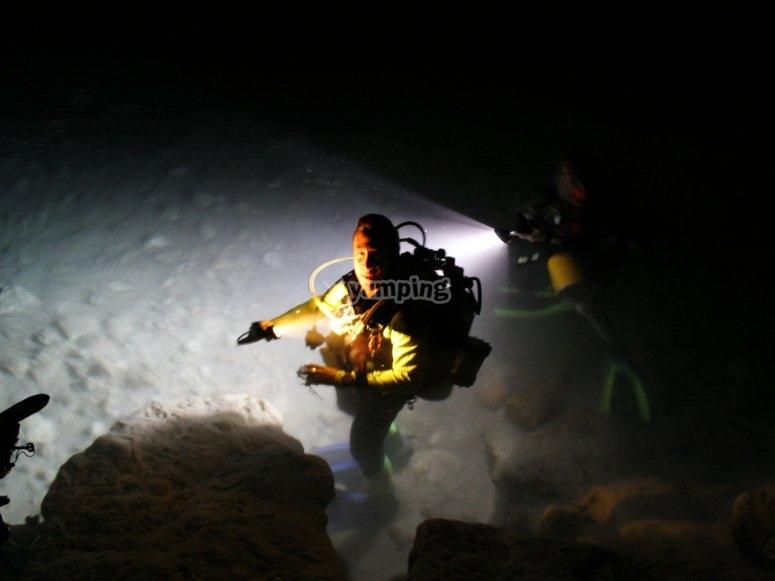 Buceo Nocturno en las profundidades