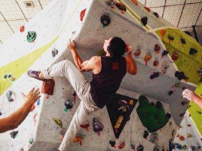 V+ Bouldering
