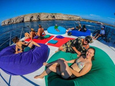 Paseo en trimarán a Islas Marietas con barra libre