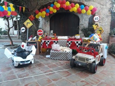 Rent 10 children's electric cars in GDL 3 hours