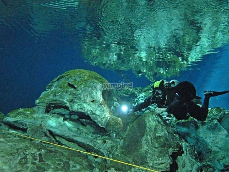 Buceo en las profundidades el mar caribe