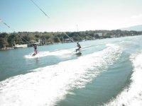 Aprendiendo wakeboarding