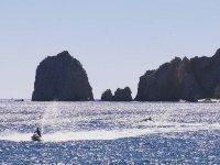 Conduce tu moto acuática mientras disfrutas de estos paisajes