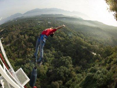 Salto de bungee a 70 metros en Cola de Caballo