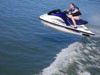 Disfruta de la adrenalina a bordo de una moto acuatica