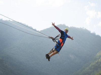 Vuela en péndulo a 30 metros de altura en Santiago