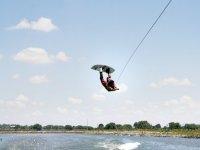 salta sobre el agua
