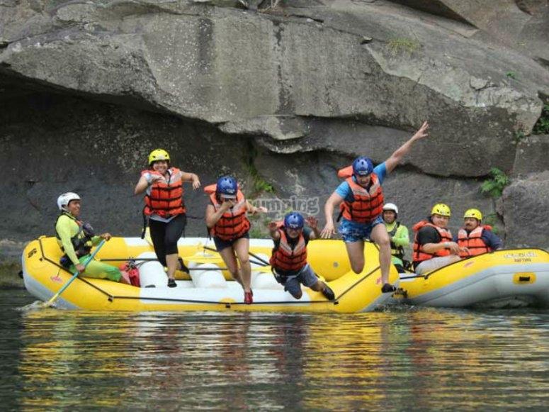 Diviértete a lo grande en nuestra actividad de rafting