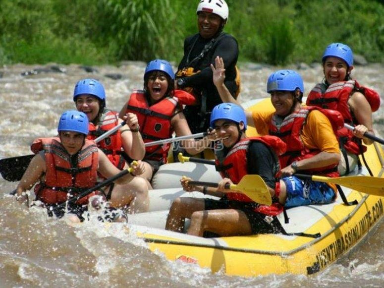 El rafting es una activiad ideal para realizar con amigos o familia
