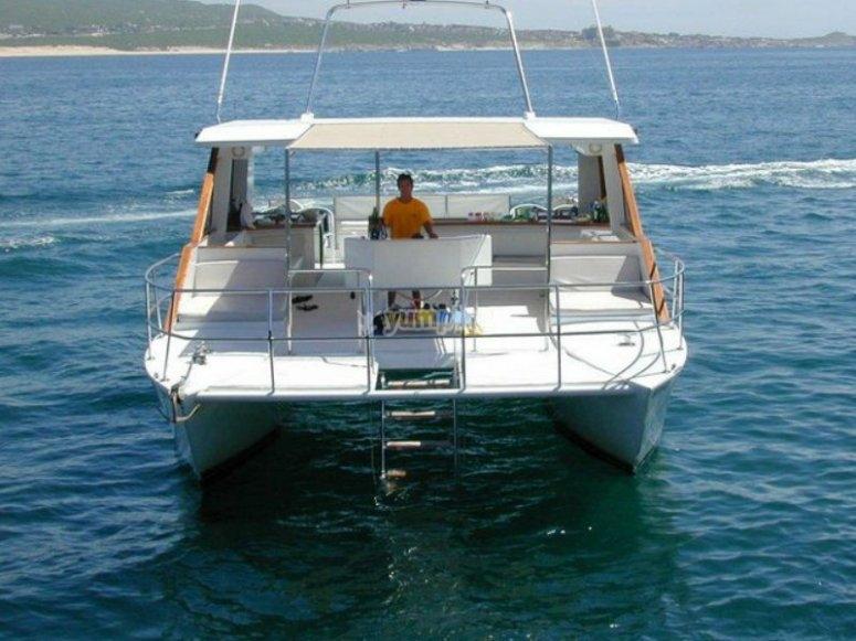 El catamarán en altamar