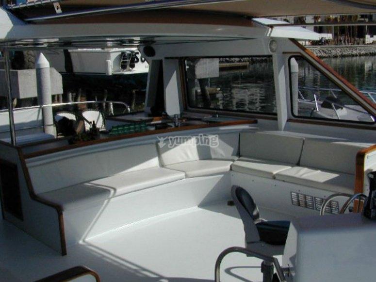 Te presentamos a nuestro cómodo catamarán