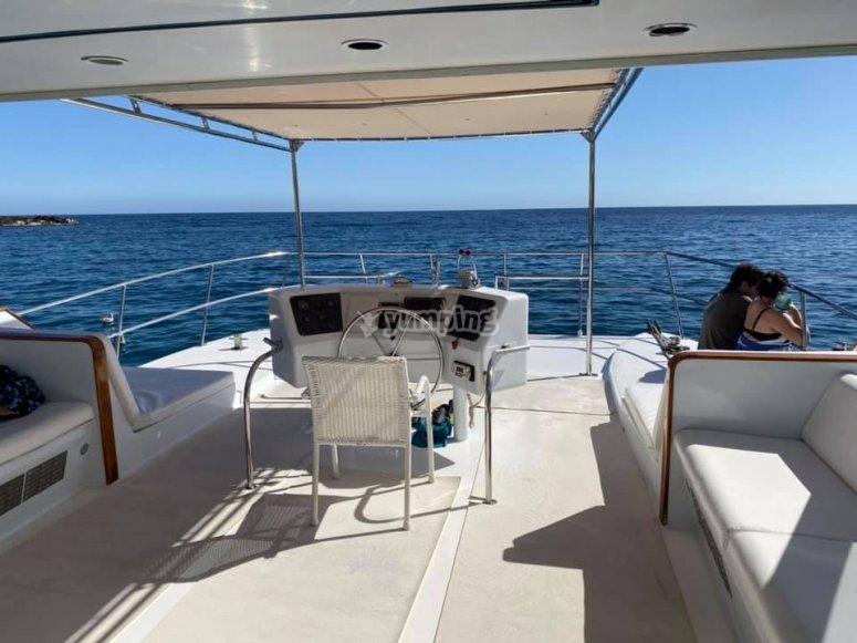 Catamarán perfectamente acondicionado para un dia de descanso