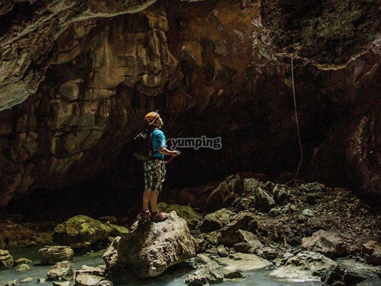 Espeleología en la Cueva de las Sardinas Ciegas