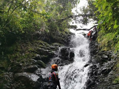 Canyoning and abseiling in Xico 6 hours