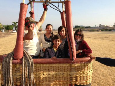 Family balloon flight over Lake Tequesquitengo