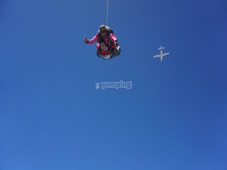 Practicando paracaidismo