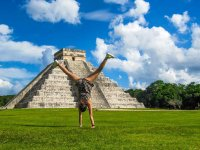 Walk to Chichen Itzá with buffet and transport for children