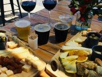 Maridaje de quesos con vino y cerveza