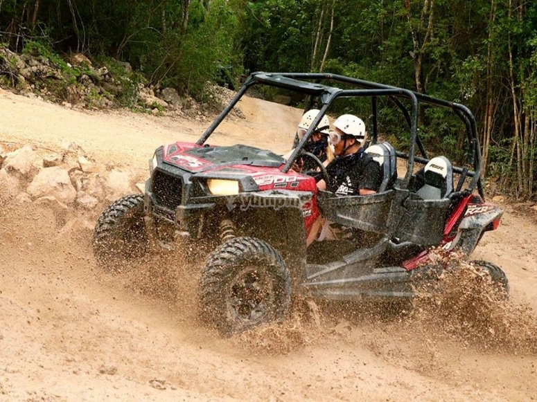 Adrenaline and fun in the Mayan jungle