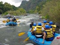 Descendo de río en tu balsa