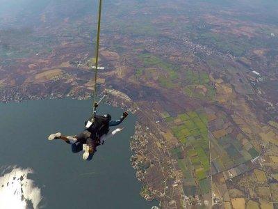 Tandem jump at 17 thousand feet in Puente de Ixtla 1hr