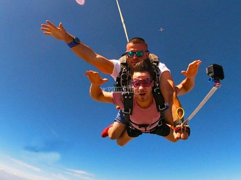 Salton y video en paracaídas