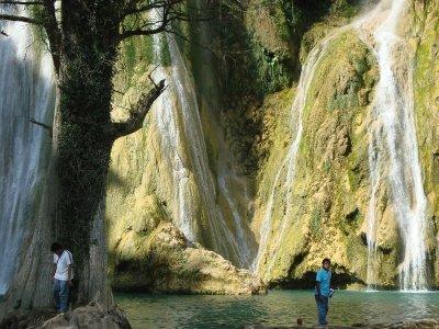 Paseo guiado a Cascadas Micos y Minas Viejas 7 hrs