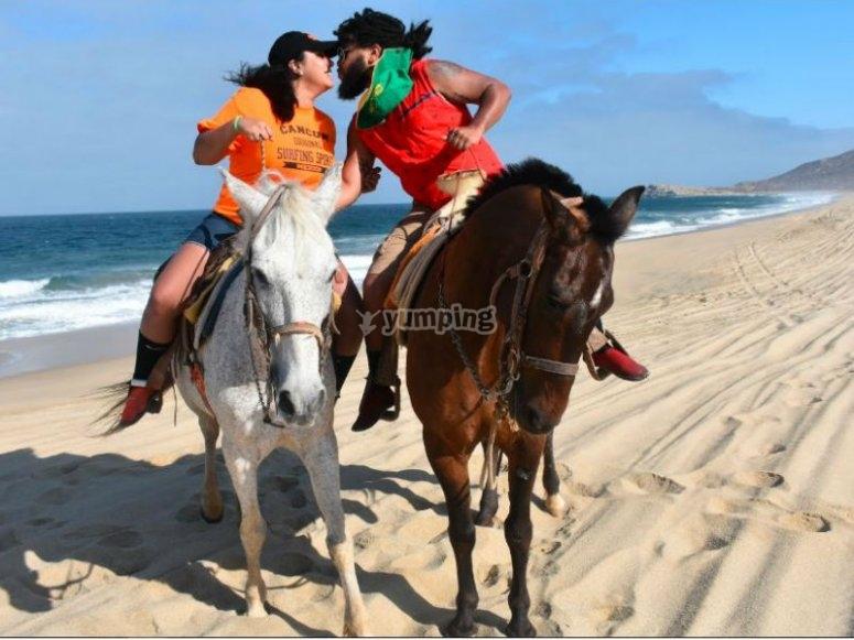 Paseo a caballo en pareja