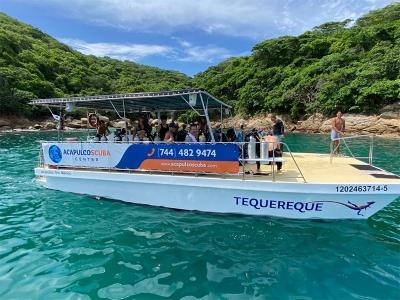 Private trip in Catamaran 28 pax in Acapulco 4h