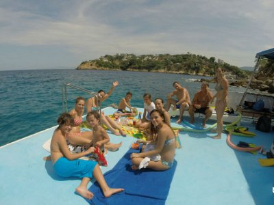 Paseo privado en Catamarán 30 pax en Acapulco 4h