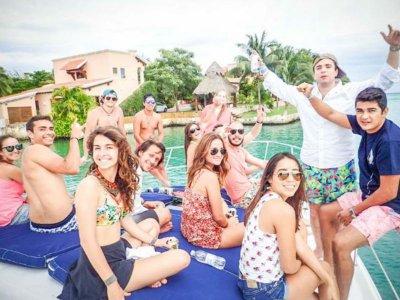 Riviera Maya shore walk with open bar
