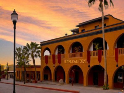 Tour Hotel California and sites in Todos Santos 6h