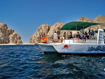 Paseo en trimarán comida y bebidas en Los Cabos 3h