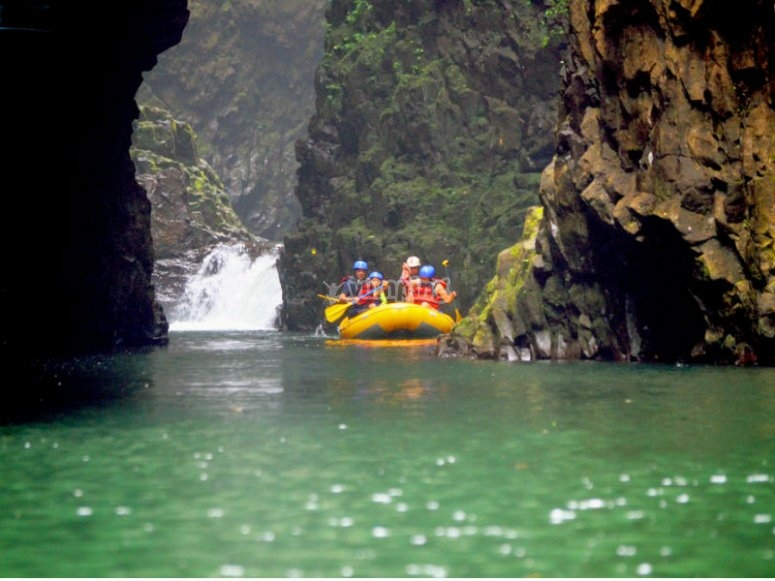 Raft raft trip