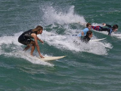 Clase grupal de surf y tabla en Ensenada 2 horas