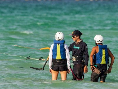 Kitesurf class for couples in Progreso 1 hour