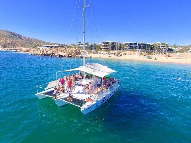 Navegando por mar de cortés