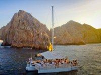 Paseo al atardecer en trimarán en Los Cabos 2hrs