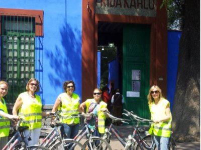 Coyoacán bike tour and Frida Kahlo's house 4h
