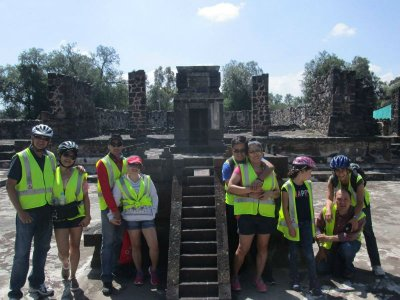 Guided tour with lunch and pulque in Teotihuacán