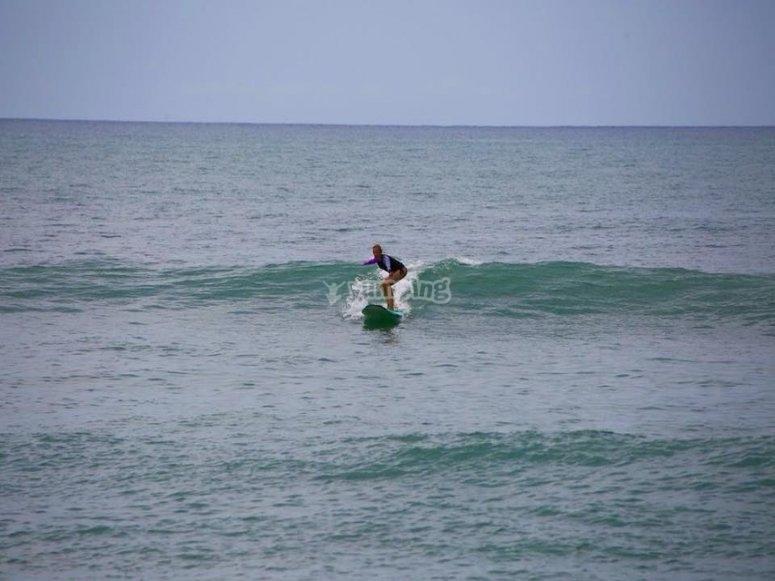 Tomando olas