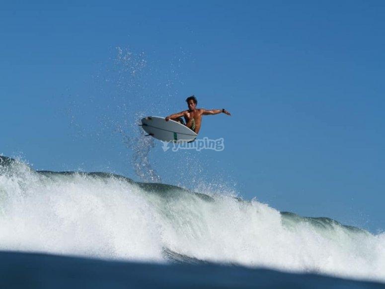 Saltando una ola