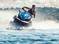 Demuestra tus habilidad al volante en tu moto de agua