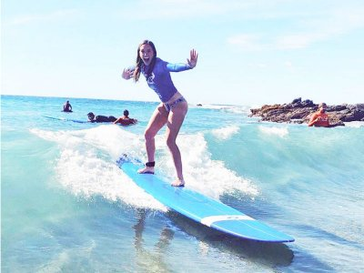 Surf lesson with board at Playa Cerritos 2 hours