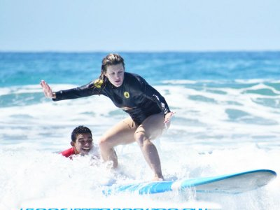 Surf excursion with equipment in Playa Cerritos 4 h