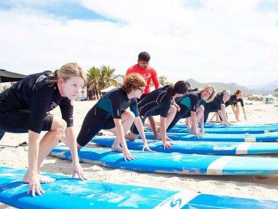 Clase grupal de surf en Playa Cerritos 2 horas