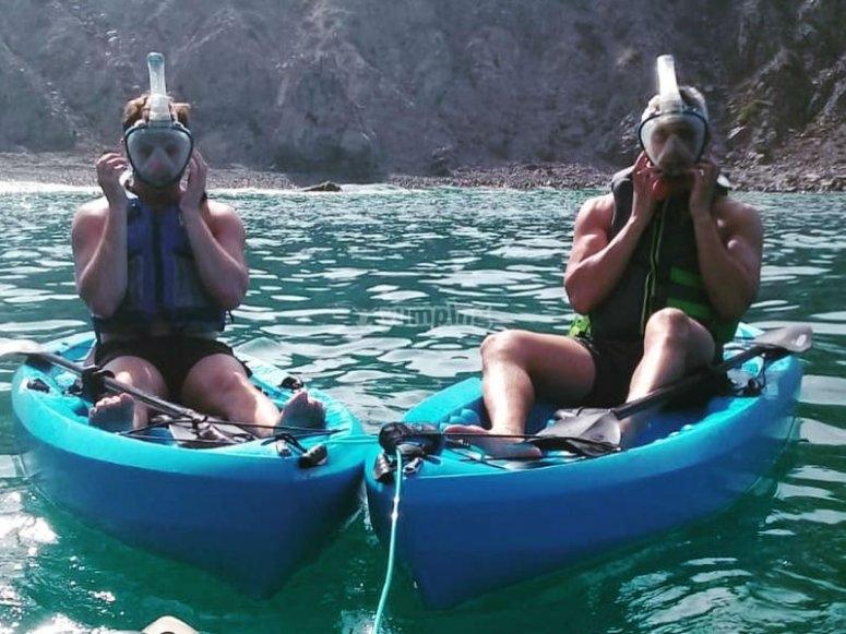 Preparandose para hacer snorkel