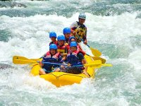 Adrenaline while you navigate your rafting raft
