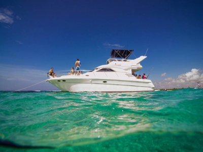 Luxury yacht ride for 15 pax from Cancun 6 h