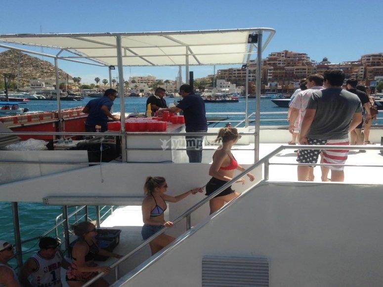 Subiendo al catamarán